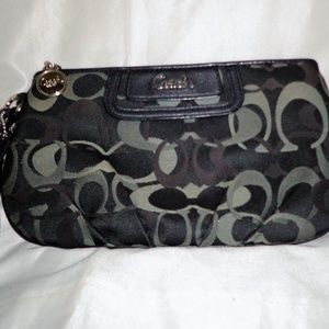 VGUC - Coach Large Canvas & Leather Wristlet